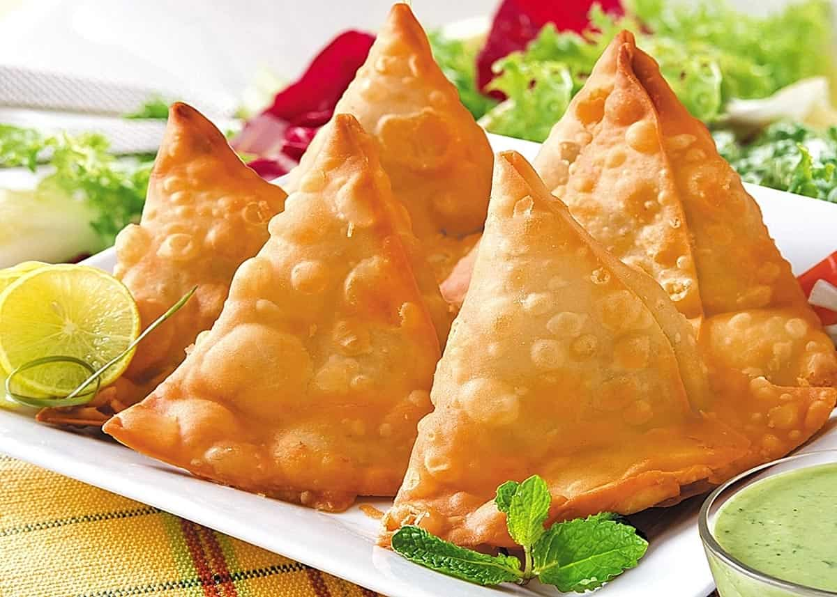 samosa-what-to-eat-in-india