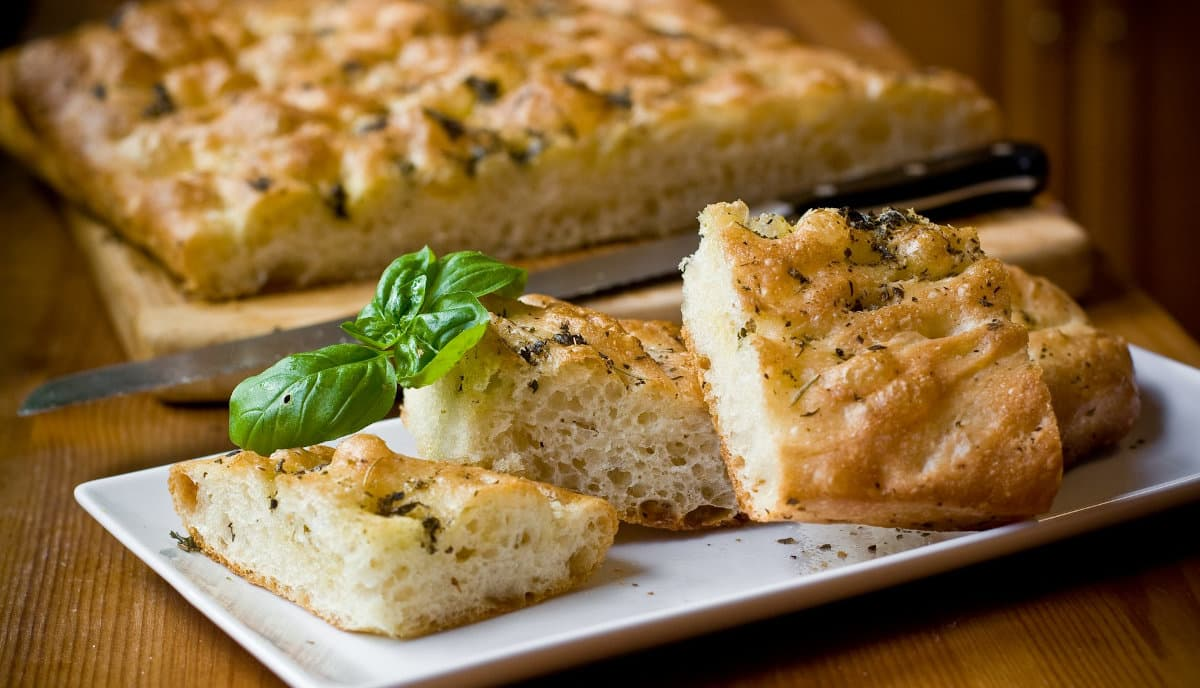 focaccia what to eat in italy
